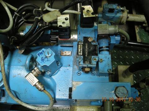船舶设备液压泵维修现场