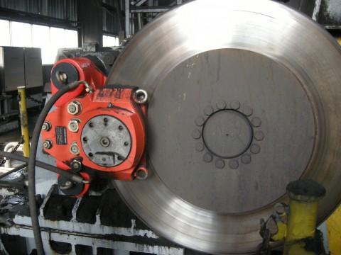 港口液压设备维修现场