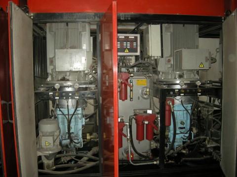 液压泵维修现场