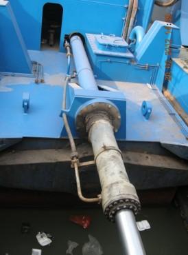 港口液压泵维修现场